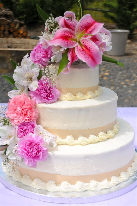 wedding flowers for cakes